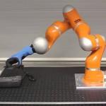 la mano robot più delicata